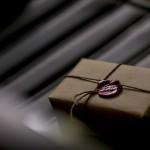 Упаковывается как настоящий подарок и отправляется прямо к вам в руки :)